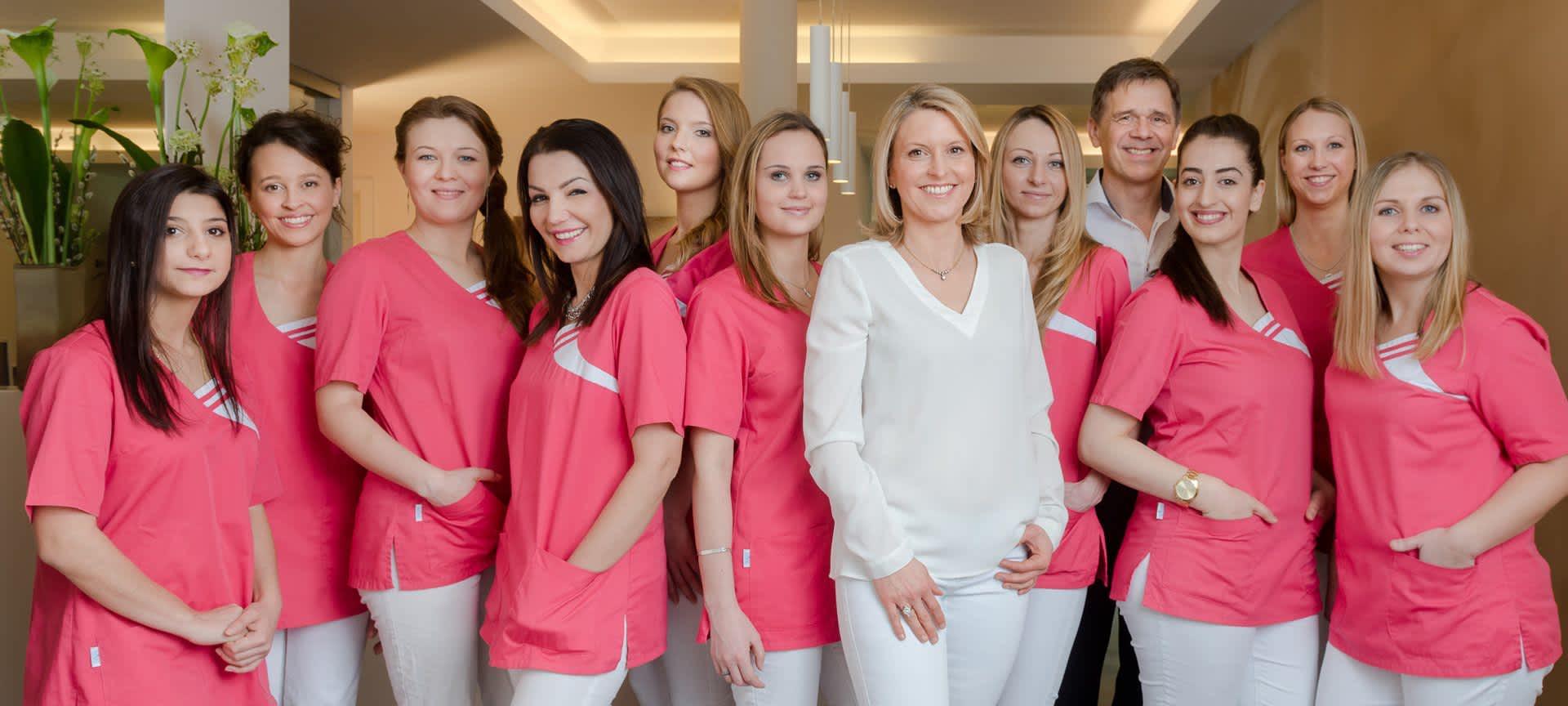Das Ärzteteam und die Praxismitarbeiter von SKIN and FACE